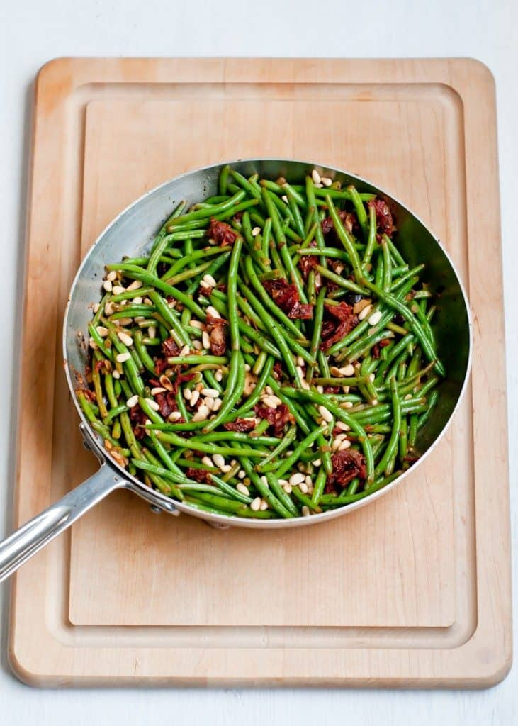 green beans with olives and sun dried tomatoes
