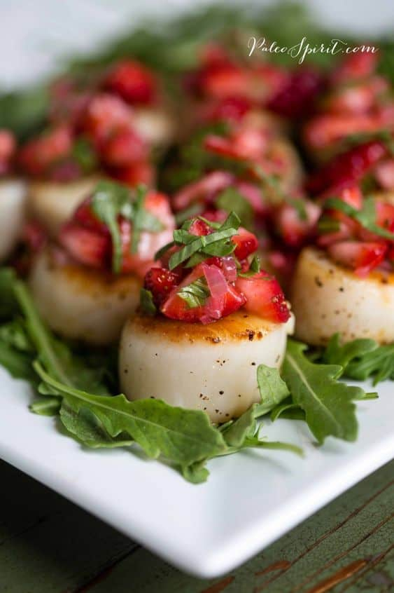 keto pan seared scallops with strawberry relish