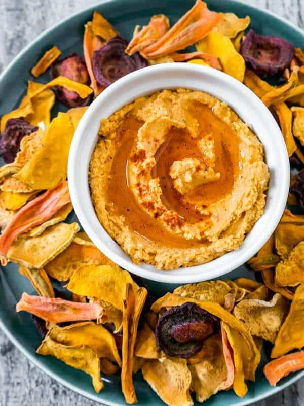 oven baked vegetable chips with sun dried tomato hummus